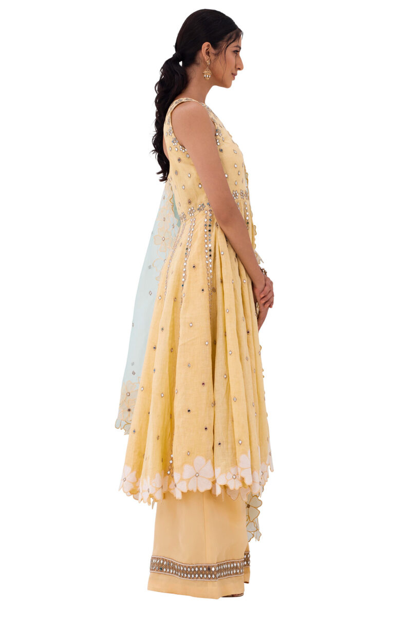 Indo western gown for engagement online